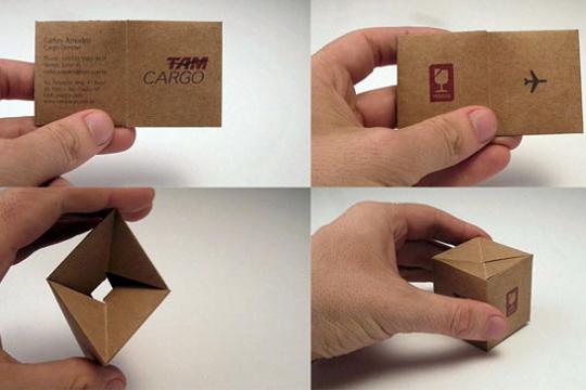 Un carton en guise de carte de visite pour un société de transport