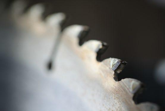 Les scies en carbure, une solution efficace pour l'usinage et la découpe des métaux