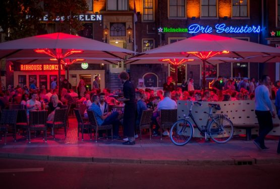 Astuces pour aménager une agréable terrasse de bar ou de restaurant